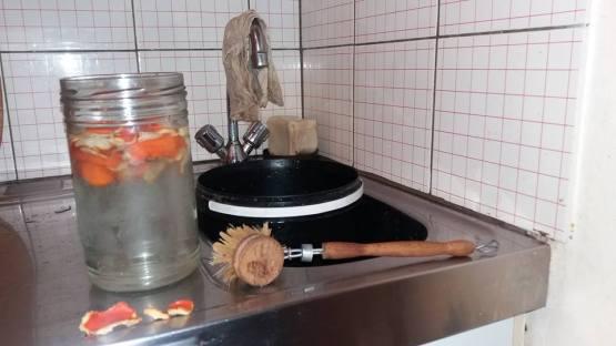 vaisselle-brosse-savon-vinaigre