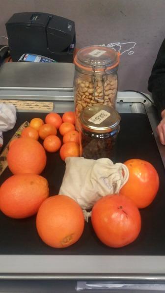 Les agrumes en vrac à la caisse