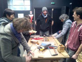 Participer à un atelier de bricolage collaboratif